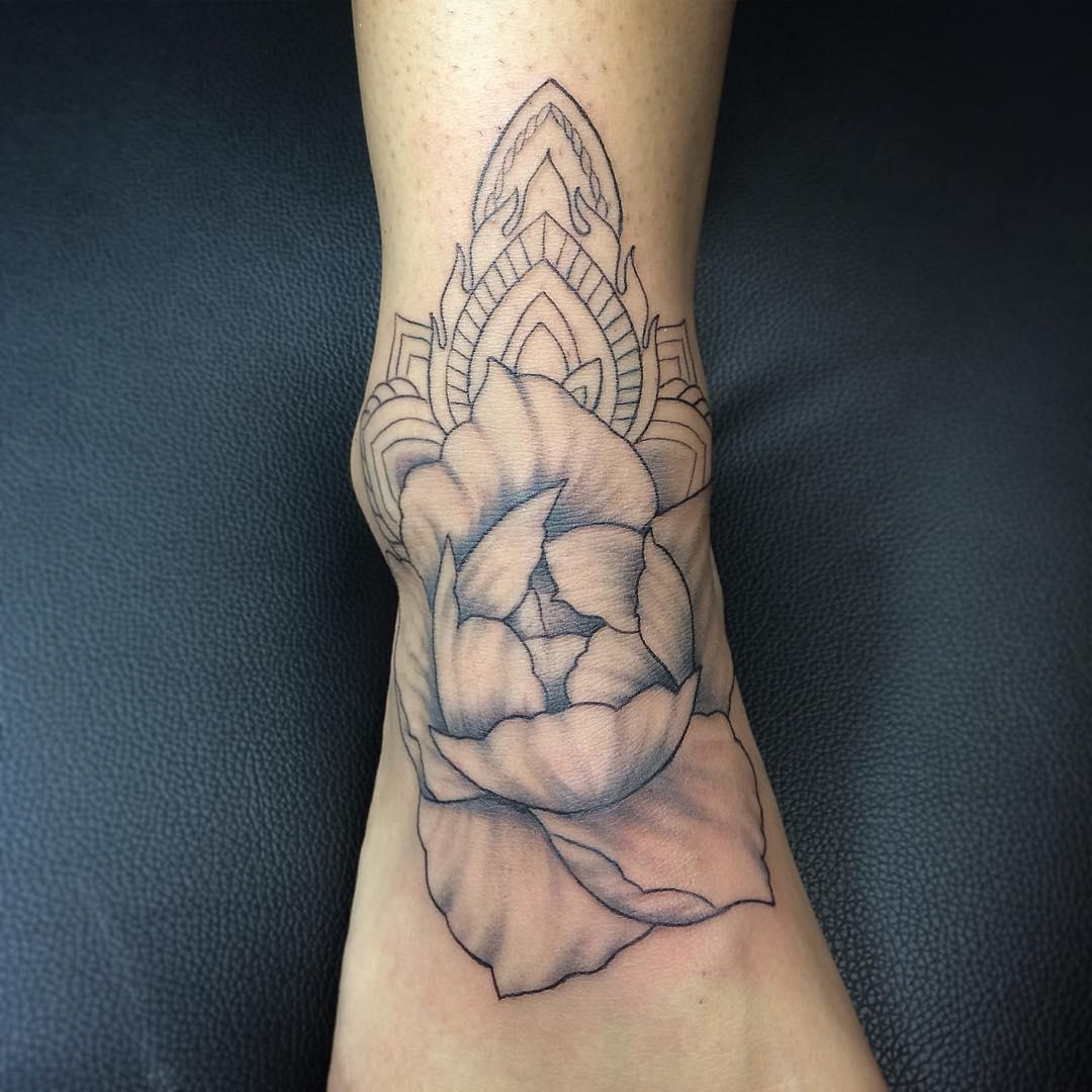 徐小姐脚背牡丹梵花纹身图案图片